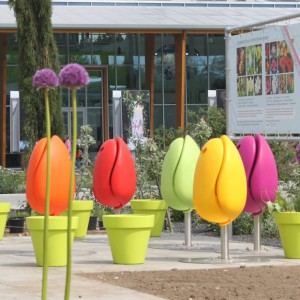 Image of Tulpi folding plastic tulips seating